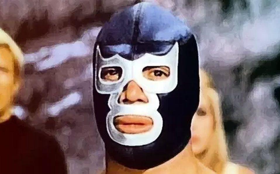 Blue Demon con su máscara de la lucha libre